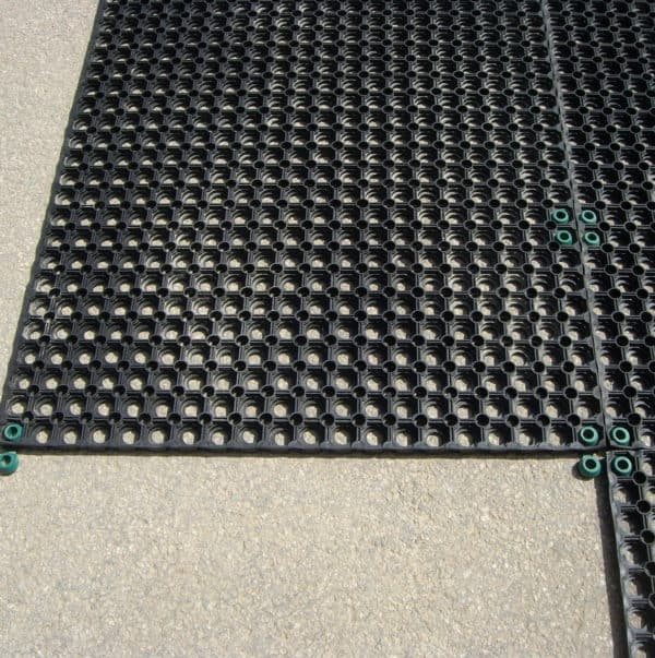 Interlocks for honeycomb hollow ring mats