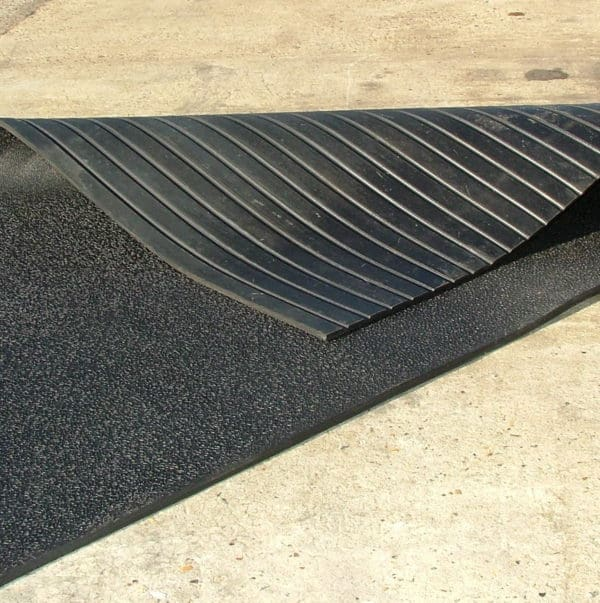 Fieldguard Rubber Sheet, Rubber ramp mat, Horse box mat M70