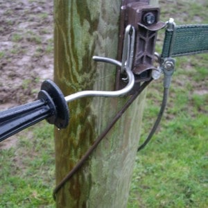 Insulated sprung electric fence gate handle – R11